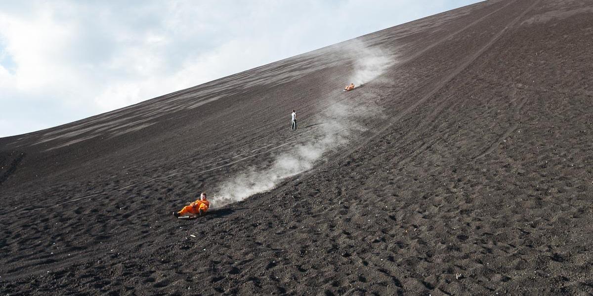 ท้าความตายกับ Volcano Surfing