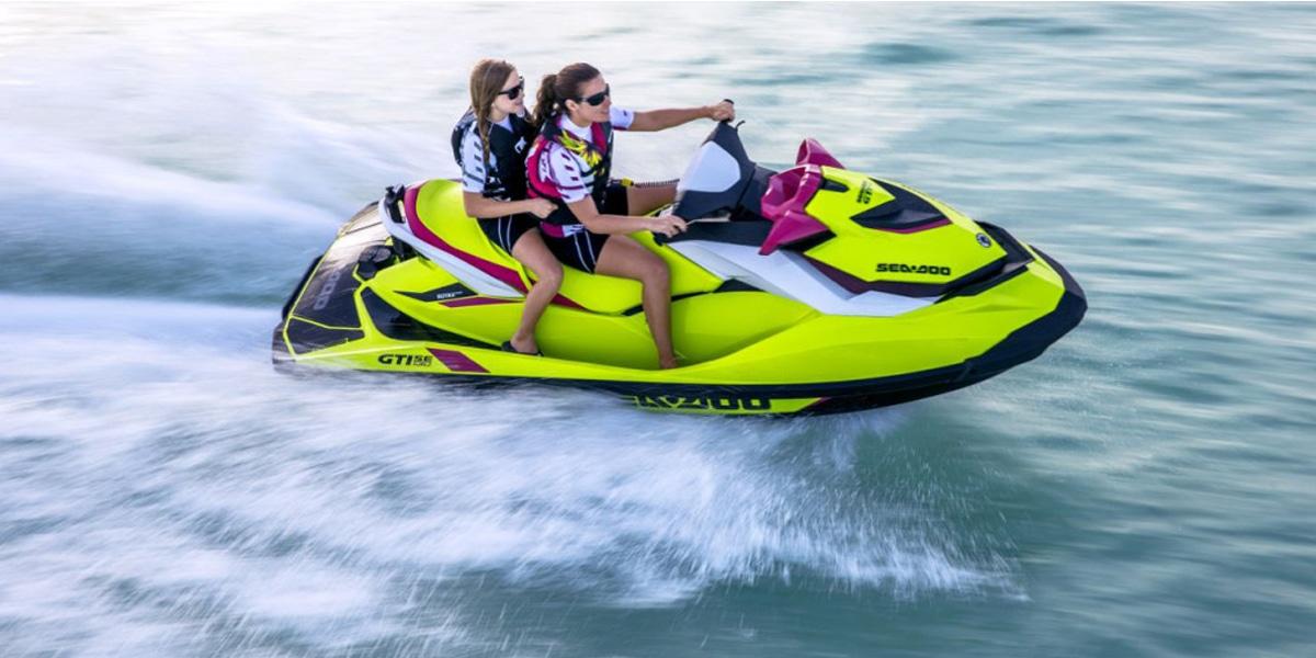 Jet Ski บิดแหวกในสายน้ำ